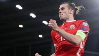 Ile zarabia Gareth Bale