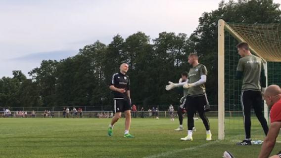 Znany bramkarz pomoże polskiemu klubowi.