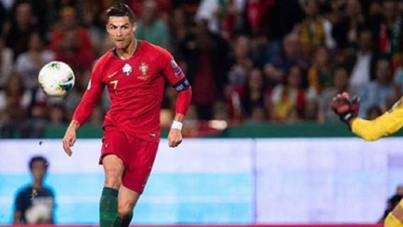 Pierwszy taki przypadek w historii. Ronaldo zarabia więcej w internecie, niż na grze w piłkę