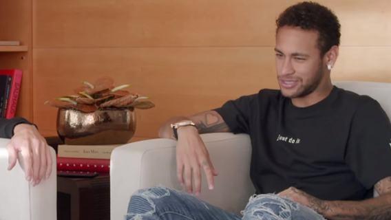 Neymar opowiada o relacjach z kibicami PSG.