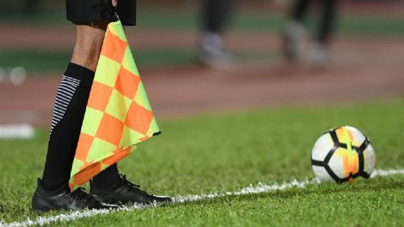 Piłkarz uderzył polskiego sędziego i złamał mu nos.