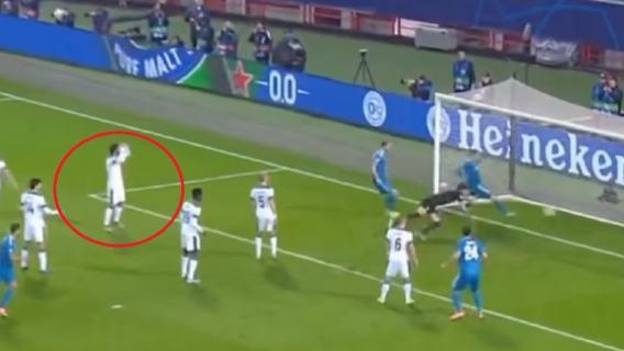 Wpadka bramkarza Lokomotiwu w meczu z Juventusem. Bezcenna reakcja Grzegorza Krychowiaka