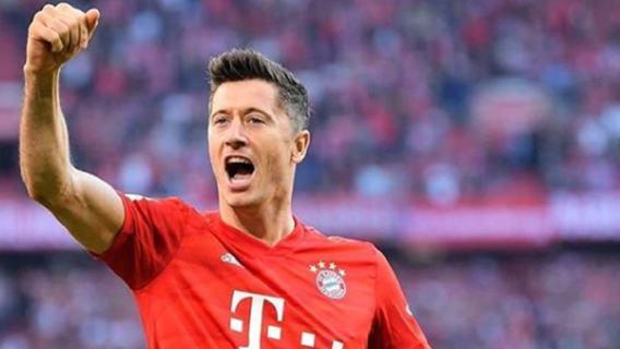 Robert Lewandowski nagrodzony przez UEFA! Polak wygrał z Leo Messim