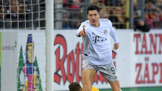 Robert Lewandowski gol Freiburg