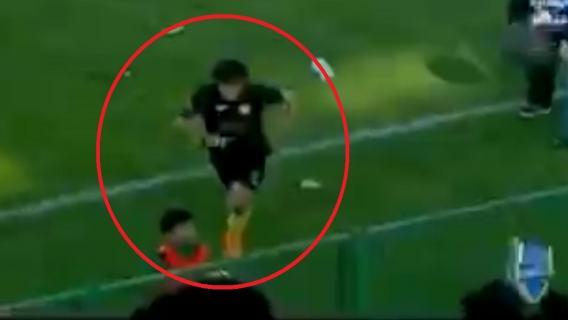 Mały chłopiec dotkliwie pobity przez piłkarza. Dramatyczne nagranie obiegło internet (WIDEO)