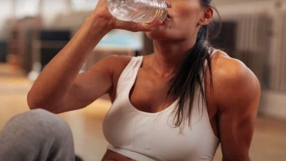 Myślałeś, że jak pijesz dużo wody, to będziesz zdrowy? Mylisz się, naukowcy mówią o wielkim niebezpieczeństwie