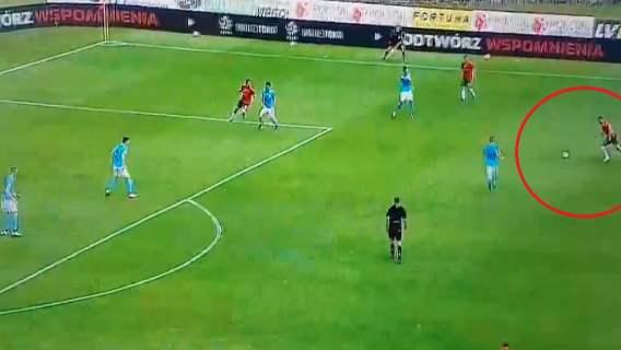 Polski piłkarz huknął jak z armaty . Nawet nie gra w Ekstraklasie, a strzela jak Cristiano Ronaldo (WIDEO)
