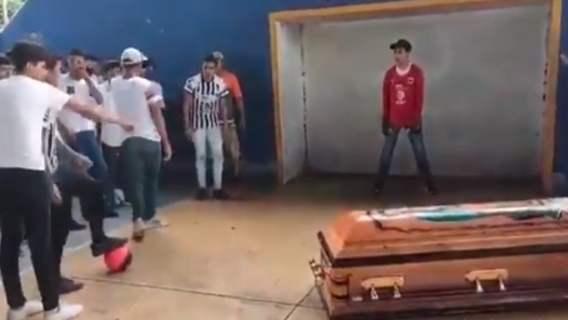 16-letni piłkarz został zastrzelony przez policję. Rodzina pożegnała go w sposób, który złamał nam serce (WIDEO)