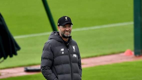 Niespodziewane informacje. Polski piłkarz oficjalnie podpisał umowę z wielkim Liverpoolem