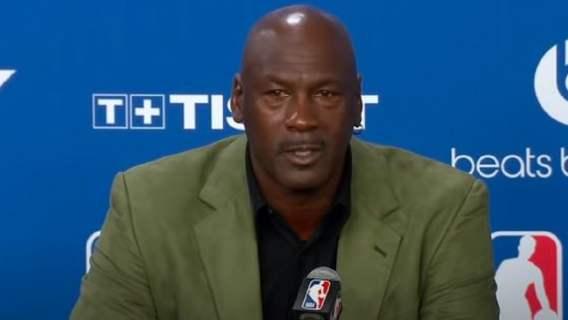 Największy sportowiec wszech czasów wrócił do gry. 57-letni Michael Jordan popisał się niesamowitym zgraniem (WIDEO)