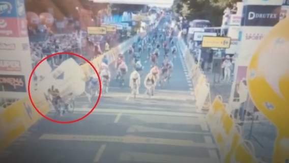 Zatrważające sceny podczas Tour de Pologne. Druzgocąca kraksa, wszystko zdarzyło się na oczach widzów z całej Polski (WIDEO)