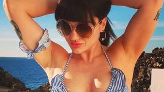 Ewa Brodnicka w skąpym stroju stewardessy. Co za kształty, pokazała niemal wszystko (FOTO)