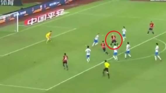 Cudowny gol reprezentanta Polski. Przebiegł z piłką 50 metrów i efektownie trafił do siatki (WIDEO)