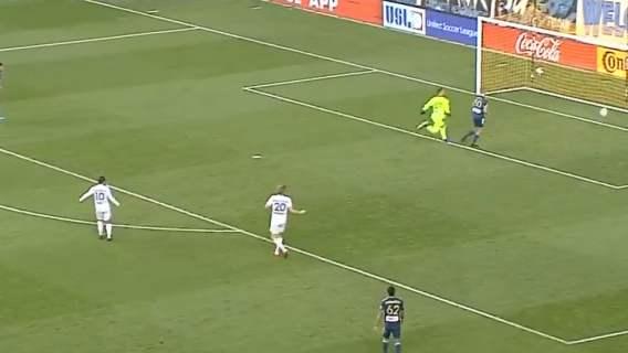 Pierwszy taki gol w historii. Cała drużyna stanęła jak wryta. Czegoś takiego na pewno nie widzieliście (WIDEO)