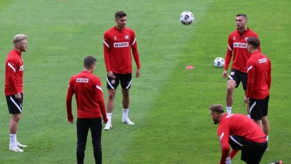 Kibice nie mogli uwierzyć własnym oczom. Na trening reprezentacji Polski wyszło tylko dziewięciu piłkarzy, co z resztą?