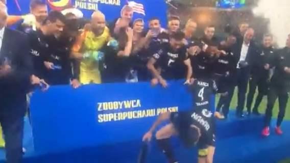Absurdalne zakończenie Superpucharu Polski. Żenująca sytuacja, piłkarze aż złapali się za głowy (WIDEO)
